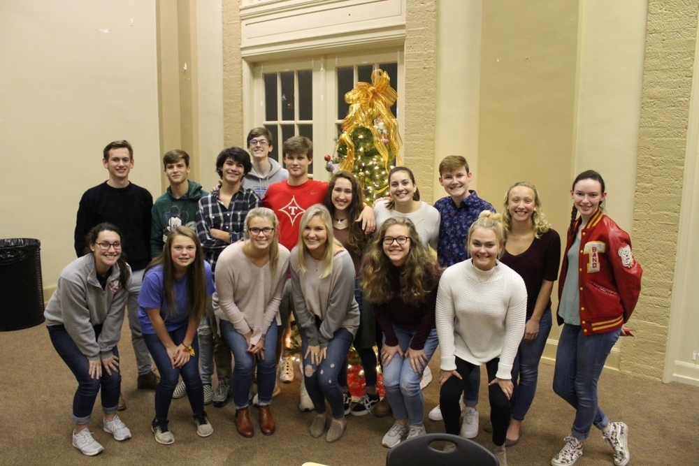 Seniors Decorate SA Christmas Tree